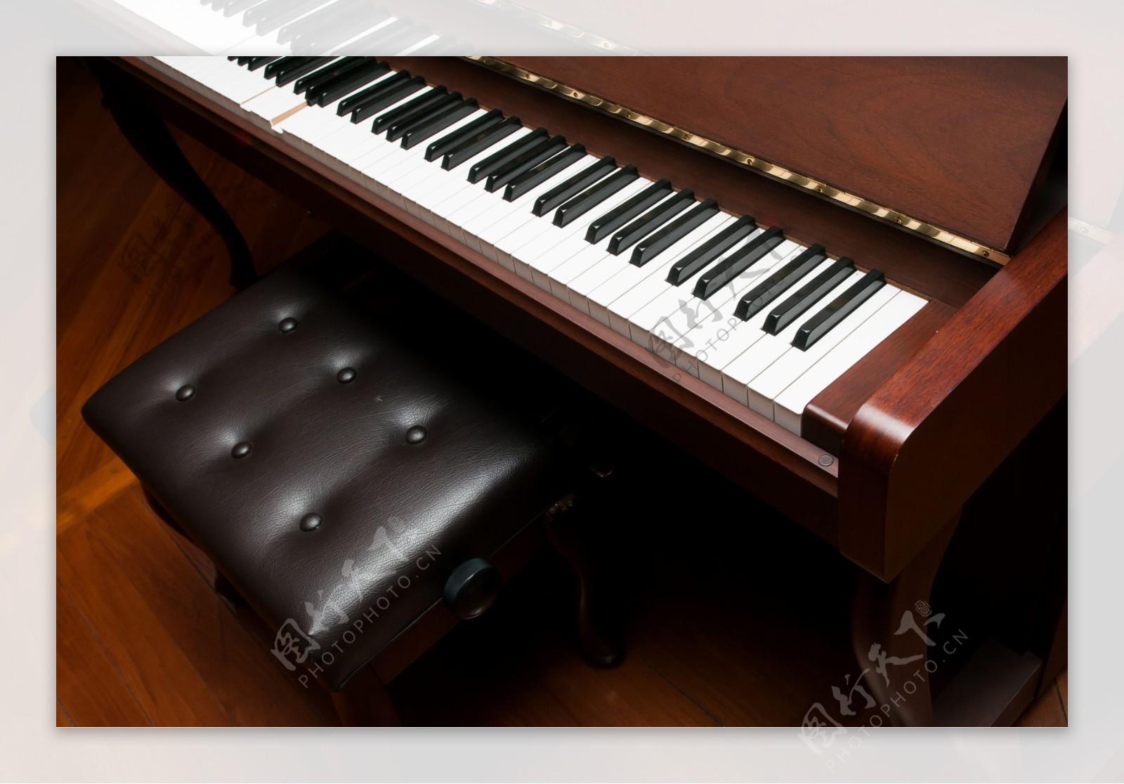 钢琴乐器摄影图片